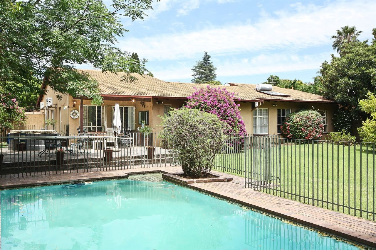 3 Bedroom House For Sale in Gallo Manor