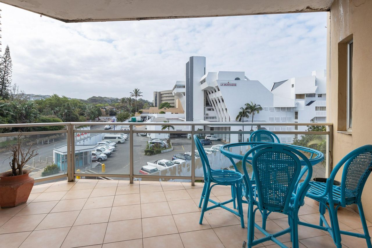 3 Bedroom Apartment For Sale in Compensation Beach